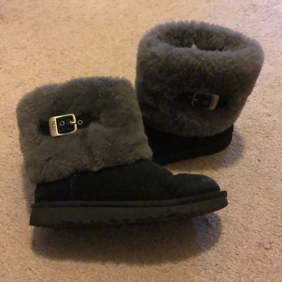 ddb7ad1f51f UGG girls black with gray fur trim buckle boot